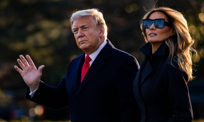 President Donald Trump and First Lady Melania Trump walk towards Marine One as they depart the White House en route to Mar-a-Lago, the President's private club, where they will spend Christmas and New Years Eve in Washington on Dec.23, 2020. (Samuel Corum/AFP via Getty Images) -TT Trump nhận giải thưởng cao nhất của Morocco